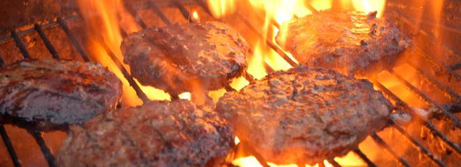 BBQ Burger vom Holzkohlengrill